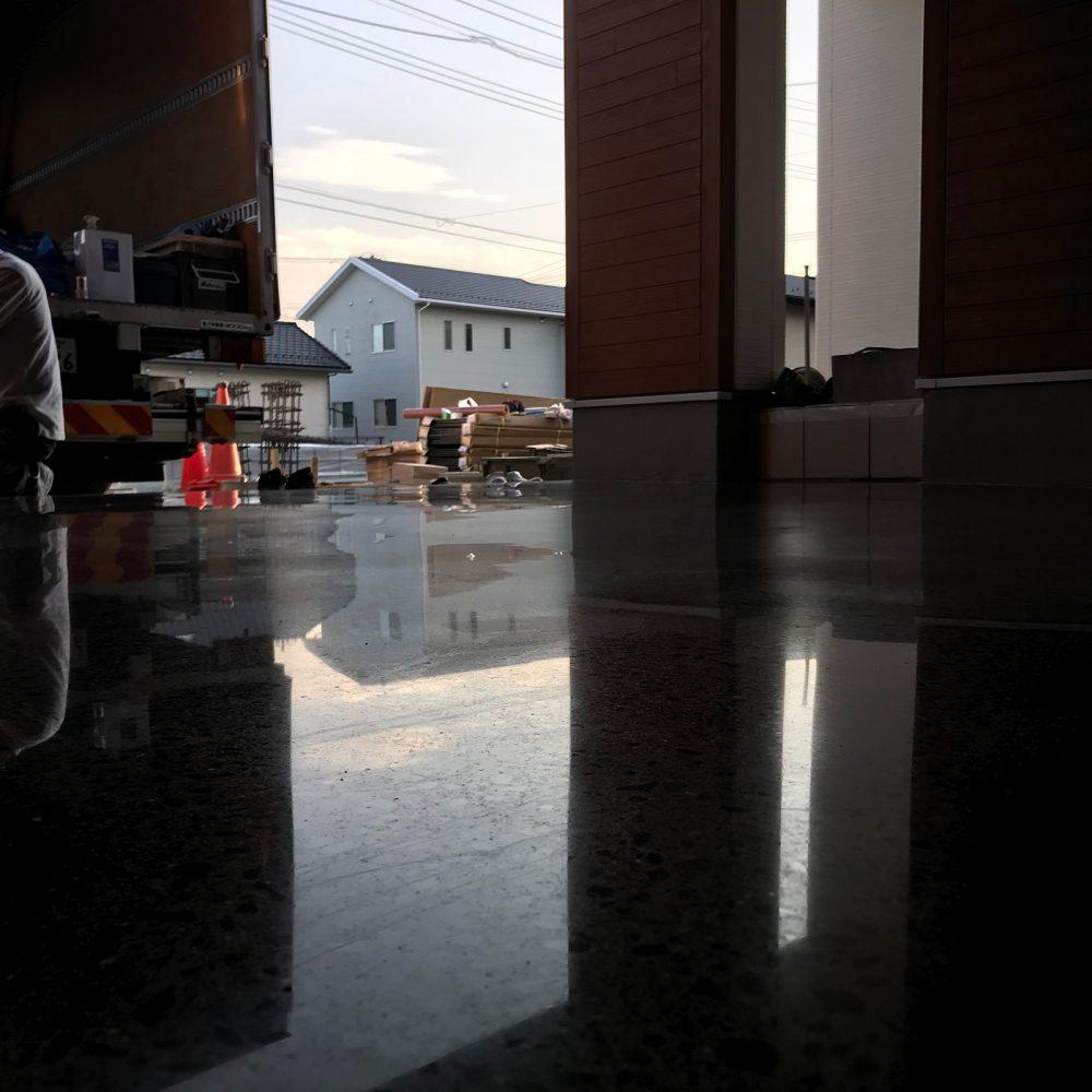 ガレージ床鏡面化工事