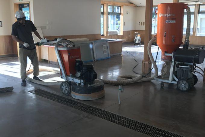 カラクリート鏡面化工事(モノリシックコンプリートフロアー)PG680
